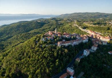 Labin - Kroatië vanuit de lucht. Foto uit fotoalbum Kroatië van www.edvervanzijnbed.nl