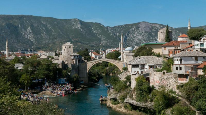 Alleen als je suïcidaal bent wil je van de brug springen in Mostar. Stari Most (Oude Brug) in Mostar.