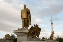 Saparmurat Niyazov standbeeld / Asjchabat