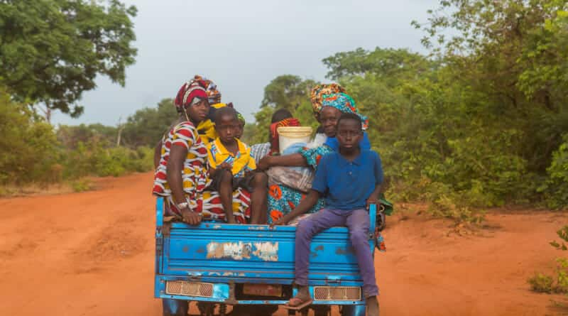 Allemaal blije gezichten in Guinea Conakry. Foto van www.edvervanzijnbed.nl