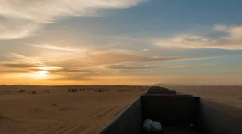 Zonsopkomst in de Sahara, gezien vanuit de ijzererts trein in Mauritanië. www.edvervanzijnbed.nl