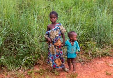 Kameroense kindjes, uit het Fotoalbum Kameroen op www.edvervanzijnbed.nl